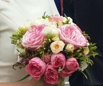 ramo de novia tipo bouquet en floristeria trebole en pola de laviana en la cuenca del nalon en asturias