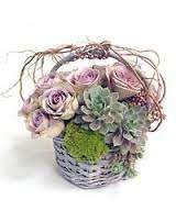 cesta de flores y plantas en trébole floristería pola de laviana en la cuenca del nalon en asturias