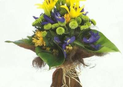 ramo decoratico con liliums ,iris,feelin green en trebole floristeria en pola de laviana(asturias)
