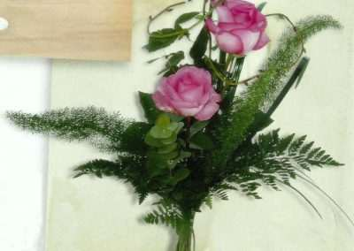ramo de rosas en trebole floristeria en pola de laviana(asturias)