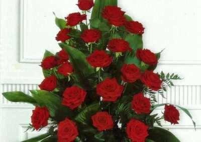 ramo de rosas rojas en trebole floristeria en pola de laviana ( asturias)