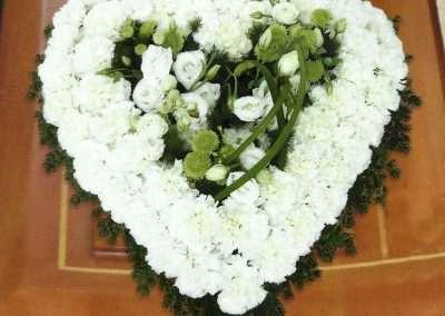 corazón funerario coronas ramos centros funerales entierros floristeria trebole pola de laviana asturias