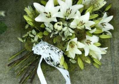 ramos centros y coronas de funeral en trebole floristeria en pola de laviana en la cuenca del nalon en asturias