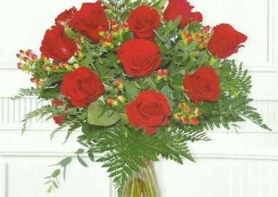 ramo de rosas rojas en trebole floristeria en pola de laviana (asturias)