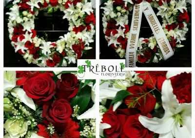 Corona con rosas y orientales,centros y ramos funerarios en floristeria trebole en pola de laviana en la cuenca del nalon en asturias