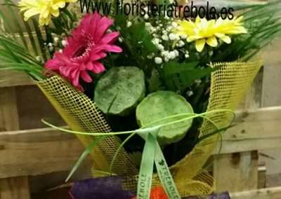 ramos de flores para regalar en floristeria trebole en pola de laviana en la cuenca del nalon en asturias