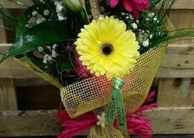 detalles de flor para regalar,de gerberas y liliums orientales