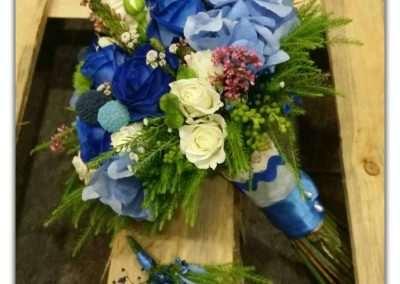 ramo de novia con rosas azules y hortensias,en floristeria trebole en pola de laviana en al cuenca del nalon en asturias