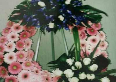 corona gerberas,funerales , entierros ,en floristeria trebole, en pola de laviana en la cuenca del nalon en asturias