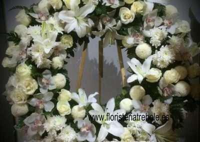 composición floral para funeral,con rosas ,orquideas cimbidium,liliums orientales,coronas para funeral ,en floristeria trebole en pola de laviana en la cuenca del nalon en asturias