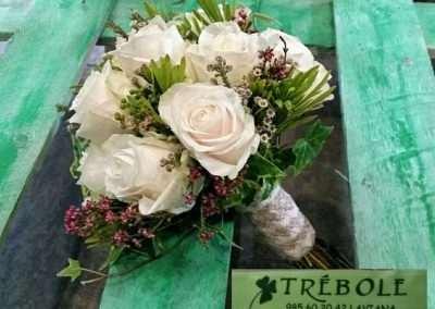 ramos de novia silvestres de rosas blancas en floristeria trebole en pola de laviana en la cuenca del nalon en asturias