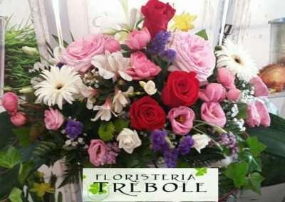 centros de flores para funeral en floristeria trebole en pola de laviana en la cuenca del nalon en asturias