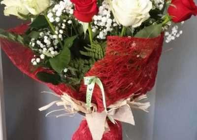 ramo de rosas para regalo de aniversario en floristeria trebole en pola de laviana en la cuenca del nalon en asturias
