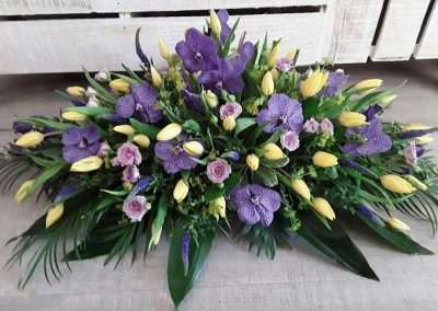 centro de flores para funeral en floristeria trebole en pola de laviana en asturias en la cuenca del nalon