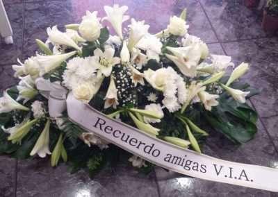 centro variado para funeral en floristeria trebole en pola de laviana en la cuenca del nalon en asturias