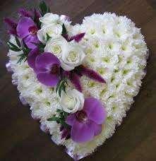 corazones de flores para funeral en floristeria trebole en pola de laviana en la cuenca del nalon en asturias