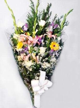 Ramo para funeral en floristeria trebole en pola de laviana en la cuenca del nalon en asturias,entregamos en tanatorio ,entrega en el dia