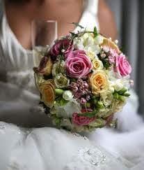ramos de novia coches nupciales bodas en floristeria trebole en pola de laviana en la cuenca del nalon en asturias