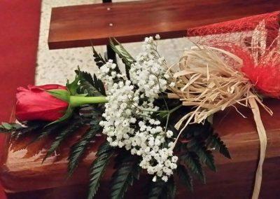 decoracion de iglesias ,banco decorado , bodas civiles ,religiosas en floristeria trebole en pola de laviana en la cuenca del nalon en asturias