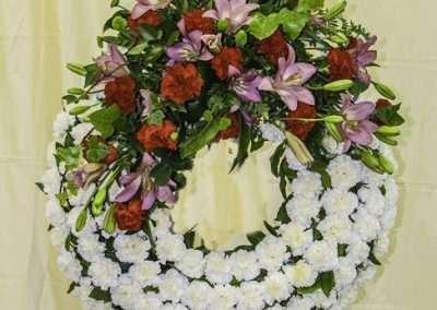 Corona con cabecero lateral,consultar precio en floristeria trebole en pola de laviana en la cuenca del nalon en asturias